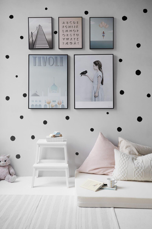 Komplet dekorativnih stenskih nalepk Pikice ročno narisane